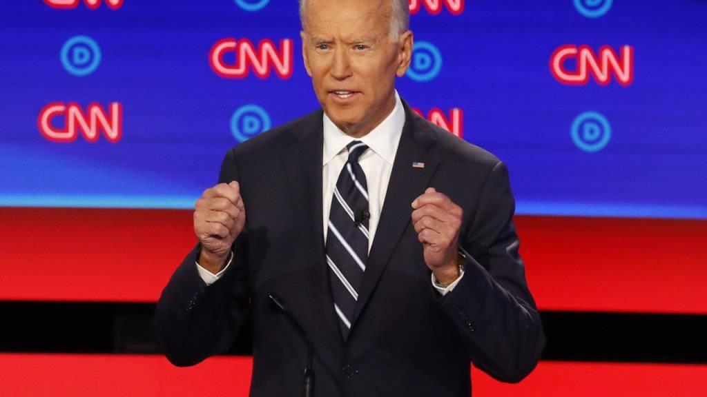 """""""Schone mich, Kind"""": US-Ex-Vizepräsident und Präsidentschaftsanwärter Joe Biden während der TV-Debatte der Demokraten in Detroit."""