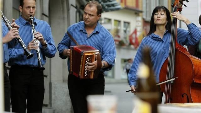 Die Formation Ohaläz aus Solothurn spielt auf beim Volksmusikfestival in Altdorf 2010 (Symbolbild)