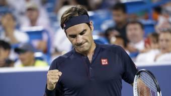 Roger Federer rang nach einem langen Tag kurz vor Mitternacht in einem spektakulären Thriller Stan Wawrinka nieder