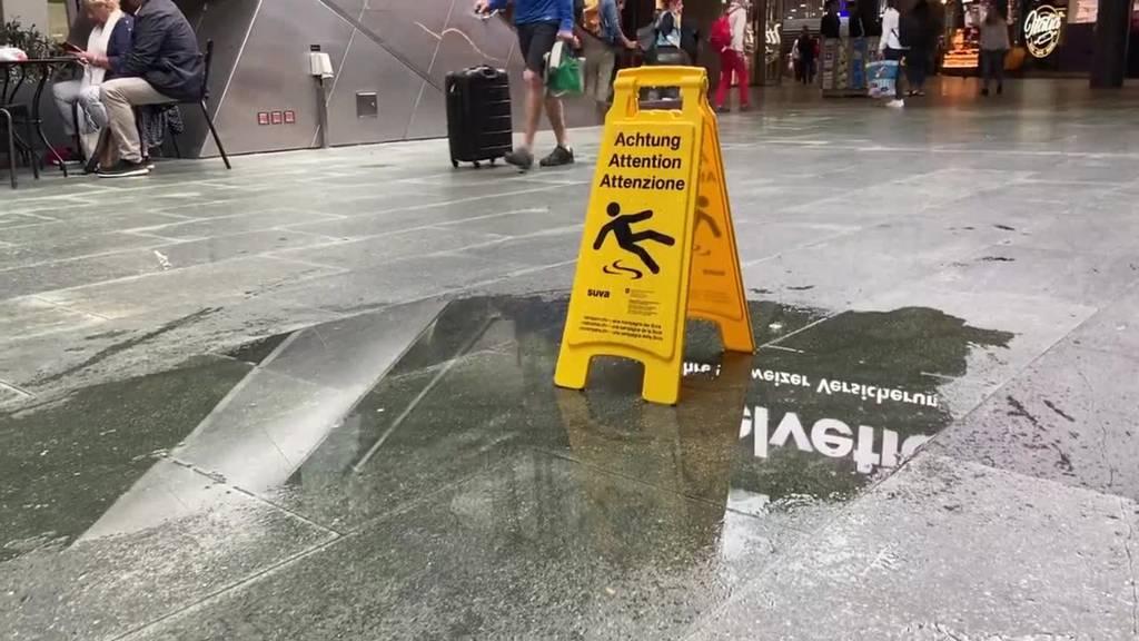 Es regnet mitten im Luzerner Bahnhof