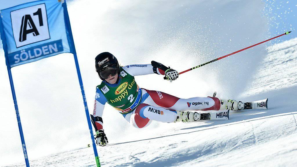 Lara Gut startet bei der Abfahrt in Val d'Isére.