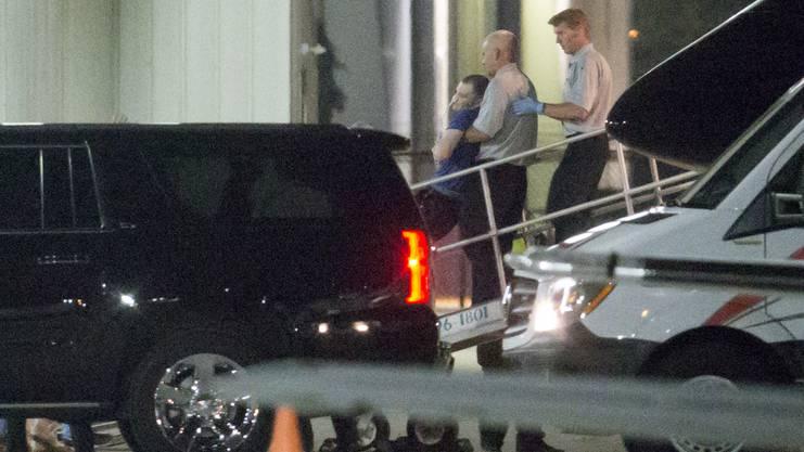 Warmbier wurde bei seiner Rückkehr in die USA im Wachkoma aus dem Flugzeug getragen.