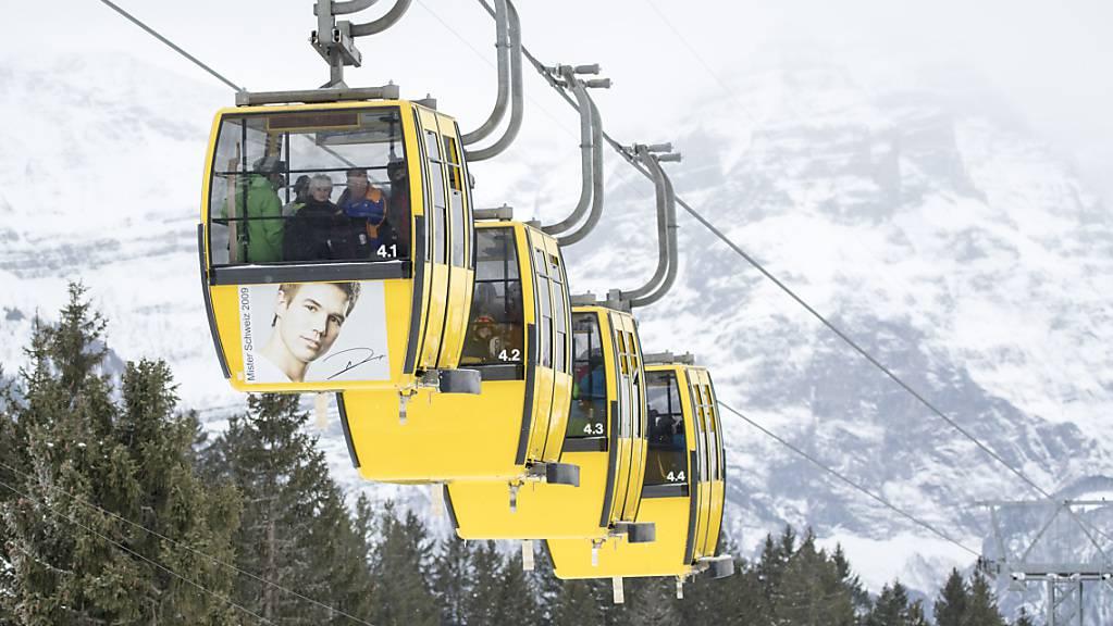 Der Kanton Glarus und die Glarner Kantonalbank erlassen den finanziell schlingernden Sportbahnen Braunwald 96,67 Prozent der offenen Darlehen - insgesamt 7,8 Millionen Franken. (Archivbild)