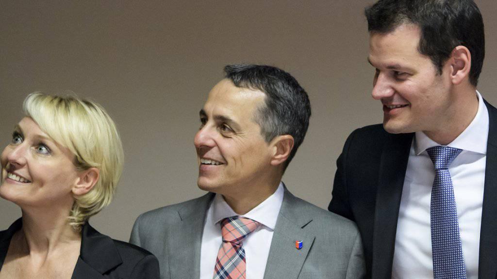 Die drei Bundesratskandidaten stehen den Fraktionen Rede und Antwort. (Archivbild)