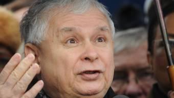 Der starke Mann in Polen und hinter der Regierung: PiS-Parteichef Jaroslaw Kaczynski. Unabhängige Medien sind ihm offensichtlich ein Dorn im Auge (in einer Aufnahme vom 13. Dezember in Warschau).