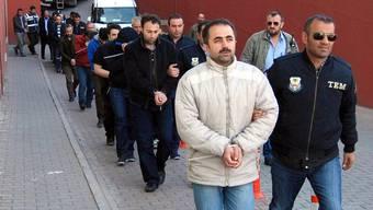 Nach Angaben von Innenminister Süleyman Soylu wurden in 72 Provinzen 1009 Verdächtige verhaftet.