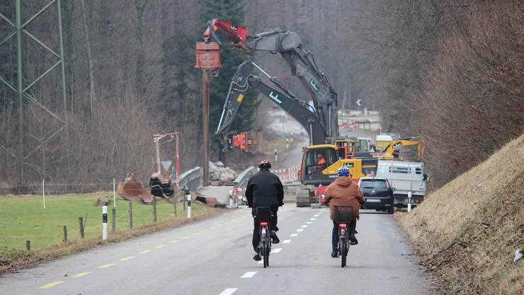 Die Brücke über den Steinerkanal (hinter den Baumaschinen) muss ersetzt werden.