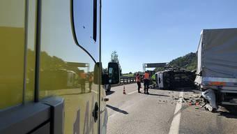Tödlicher Unfall auf dem Pannenstreifen: Ein Kleinbus prallte in einen Lieferwagen, dem das Benzin ausgegangen war.