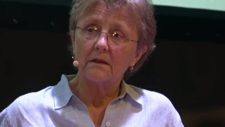 Die australische Schriftstellerin Helen Garner staunte nicht schlecht, als sie einen mit 150'000 US-Dollar dotierten Literaturpreis im Spam-Ordner fand (Screenshot YouTube).
