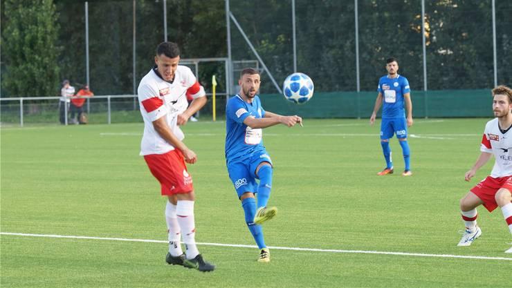 Ein Zungenschnalzer: FCD-Mittelspieler Ardian Laski lanciert einen Angriff. (Bild: Ruedi Burkhard)
