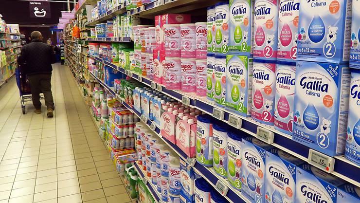 Nach der Erkrankung von über 30 Babys rief der französische Molkereikonzern Lactalis weltweit tauende Tonnen Babymilch zurück. (Symbolbild)