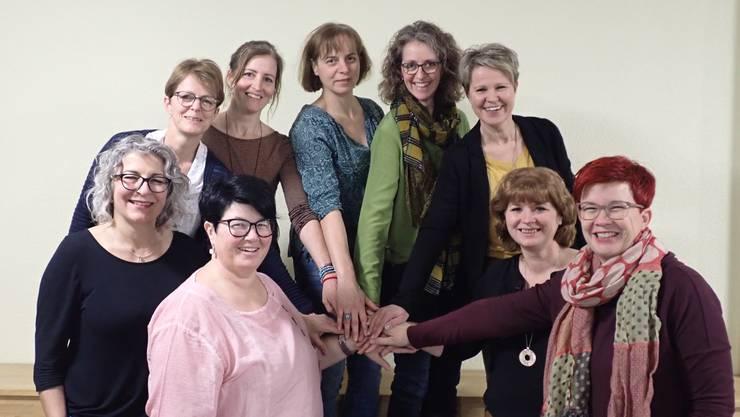 Der neue Vorstand der Frauengemeinschaft vlnr: vorne: Angelika Flury (neu), Daniela Erb (Präsidentin), Elsbeth Wessel, Martina Bader; hinten: Ursula Barrer, Barbara Kehle, Cécile Egloff, Brigitte Wyss und Barbara Wyss.