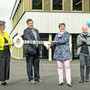 Statt eines viertägigen Festes gab's eine einfache Schlüsselübergabe: Schulleiterin Christina Schwob, Gemeindeammann Andreas Urech, Schulpflegepräsidentin Corinna Häfliger und Architekt Jann Stoos.