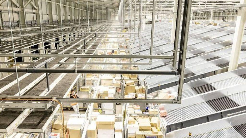 Die Sortieranlage ist leistungsstark. Sie bewältigt 8000 Pakete pro Stunde.