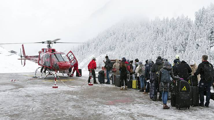 Zermatt war am Dienstag wegen des vielen Schnees nur aus der Luft erreichbar.