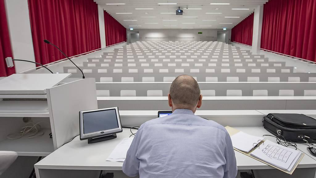 Wieder Fernunterricht und Online-Prüfungen an der Uni Luzern