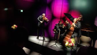 Das Janoska Ensemble im Andermatter Konzertsaal.
