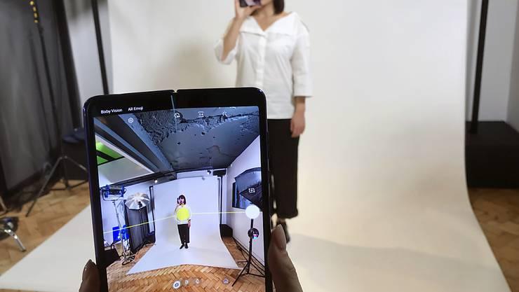 Samsung nimmt Falt-Handy wegen möglicher Mängel unter die Lupe. (Archiv)
