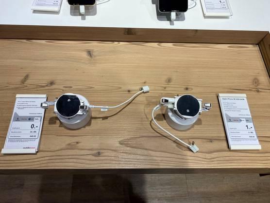 Am Donnerstag waren hier noch zwei IPhones ausgestellt.
