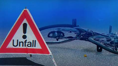Velounfall Fahrrad Unfall Blaulicht Velofahrer (Fotomontage/Symbolbild)