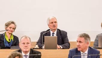 Erfolgreiches Jahr: Bernhard Scholl (hintere Reie) bei seiner letzten Sitzung als Grossratspräsident im Dezember 2018.