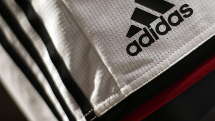 Zugpferd der Marke mit den drei Streifen: Fussball-, Lauf- und Trainingsausrüstungen sowie Sportmode.