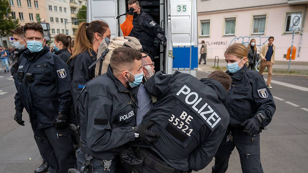 Tausende demonstrieren gegen Corona-Politik in Berlin