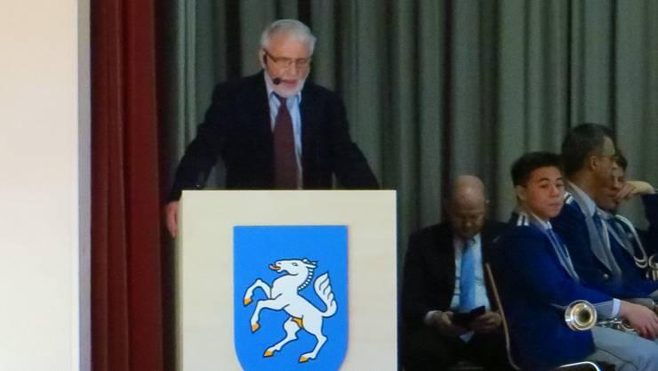 Urs Burkhart, Präsident vom Seniorenverein Frenkendorf-Füllinsdorf begrüsst die Gäste