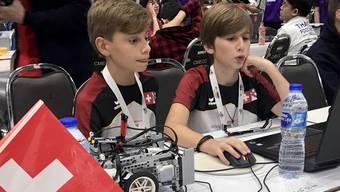 Jakob Hechler und Nicola Alessandrelli aus Erlinsbach SO haben an der Robotik-WM in Thailand ihr Ziel erreicht. Jetzt verbringen sie einige Tage in Koh Samui und Bangkok.