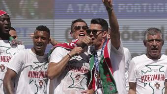 Ronaldo und Co. lassen sich in ihrer Heimat feiern und feiern tüchtig mit