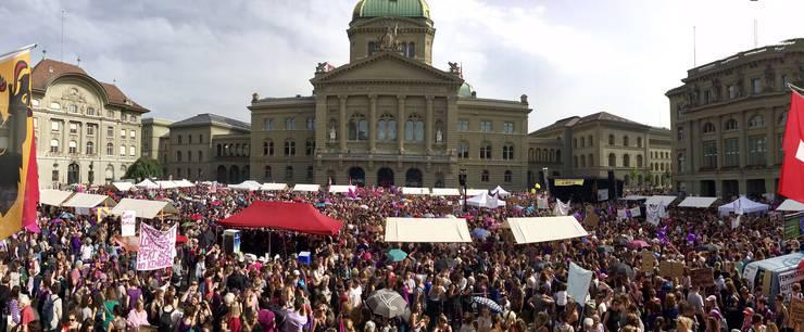 Zehntausende in Bern.