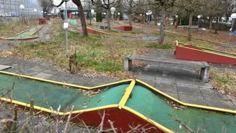 Am Mittwochabend wird das Gemeindeparlament entscheiden, ob die Tage der Minigolfanlage im Kleinholz gezählt sind.