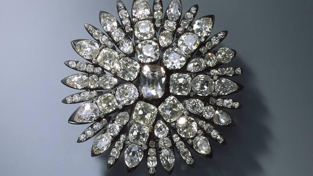 Die Täter stahlen unter anderem diese Aigrette für das Haar in Form einer Sonne. Ein Experte befürchtet, dass die Diamanten herausgebrochen und separat verkauft werden könnten. (Archivbild)