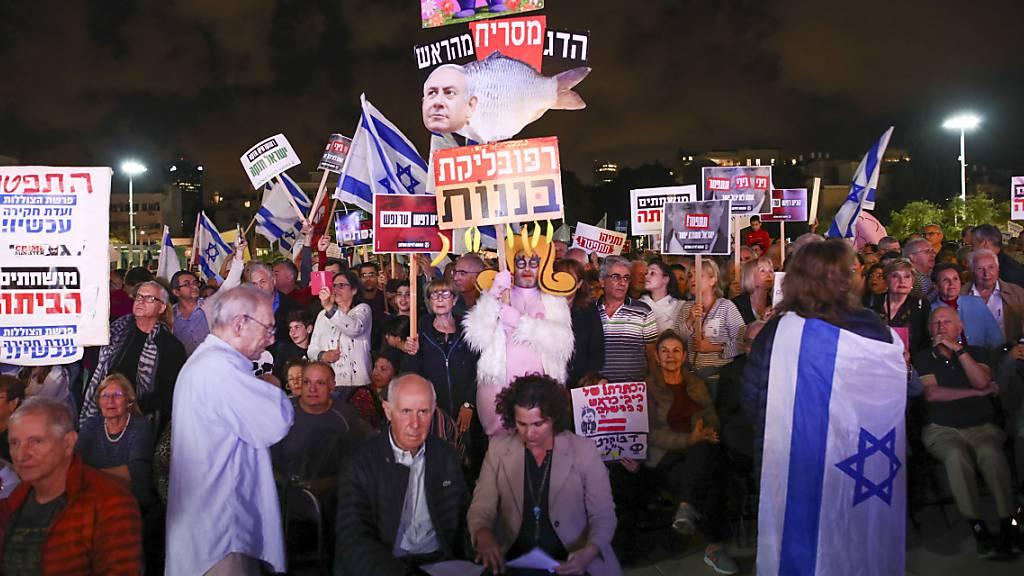 Tausende Israelis demonstrieren wegen Anklage gegen Netanjahu