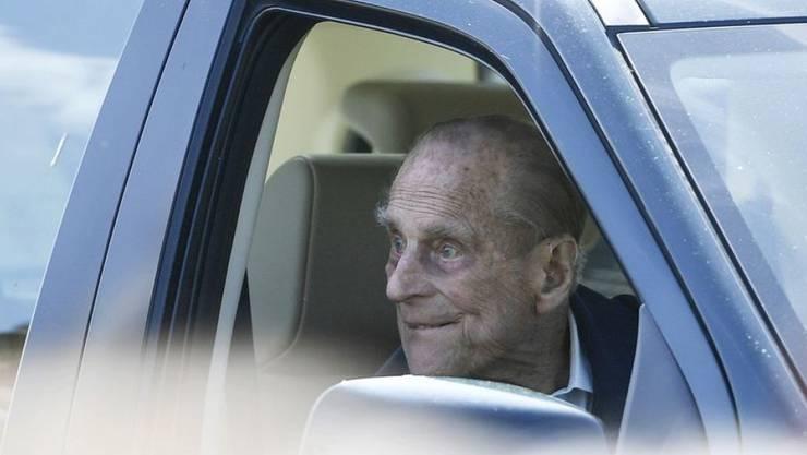 Trotz eines Unfalls kann es Prinz Philip auch mit 97 Jahren nicht lassen, Auto zu fahren. (Archiv)