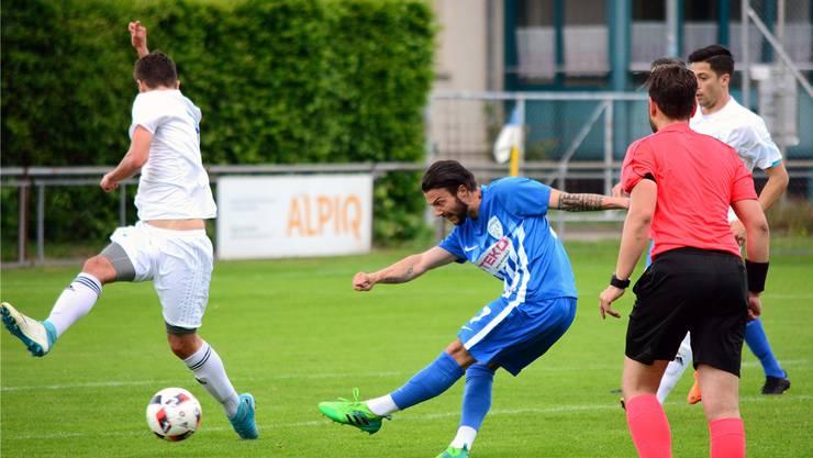 Oltens Samuel Fernandes trifft gegen die Blue Stars Zürich in der 17. Minute zum zwischenzeitlichen 1:0.