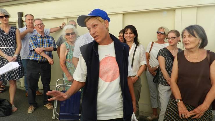 Die Laienschauspielerin Ruth Manhart packte das Publikum beim Caritas-Strassentheater «Unten durch». Jörg Baumann