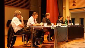 Kantischüler löchern Ständerats-Kandidaten mit Fragen über Bildung