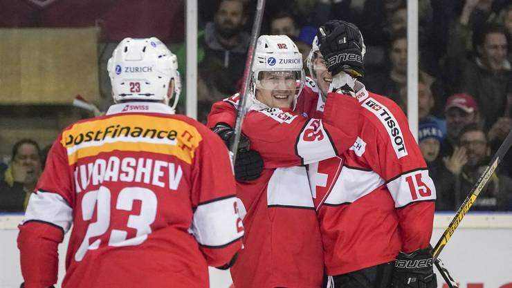 Noch können die Schweizer lachen: Doch in der Gruppe B treffen sie auf eine starke Konkurrenz.