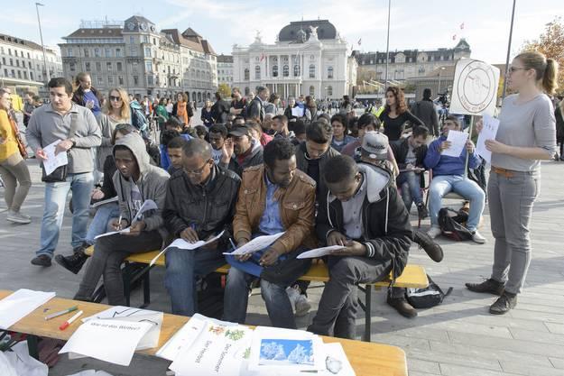 Protest der Autonomen Schule Zürich auf dem Sechseläutenplatz.
