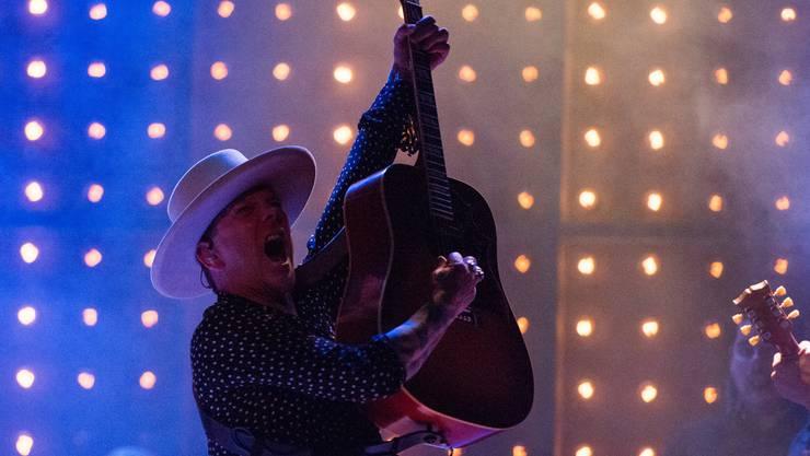 Der Filmstar als Rockstar - aber in Echt, nicht im Film: Schauspieler Kiefer Sutherland steht als Country-Musiker auf der Bühne.
