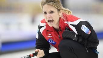 Silvana Tirinzoni treibt ihre Spielerinnen an