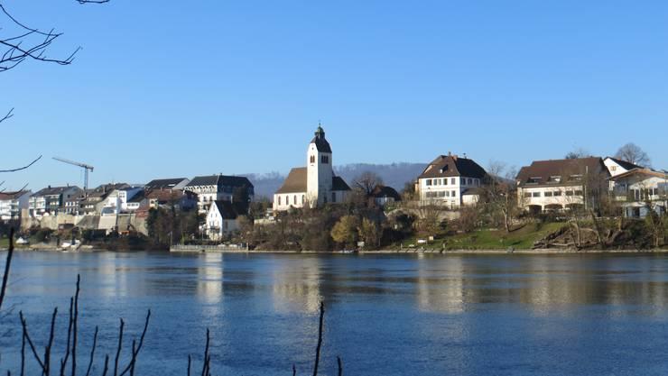 Einfach die Seite vom Rhein, wo es hat Warmbach, ein Ort in Südbaden.
