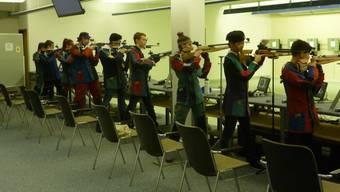 Die Nachwuchsgruppen des Sportschützenverbandes beider Basel beim Wettstreit in der Distanz 10 Meter Luftgewehr.