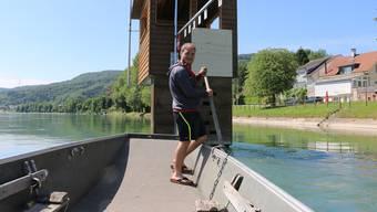 Auf dem Wasser fühlt er sich wohl: Severin Guarda, Vorstandsmitglied beim Pontonierfahrverein Wallbach, hat rund 200 Trainingsfahrten auf dem Parcours absolviert und will den Heimvorteil nutzen. Dennis Kalt