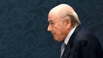 Am Montag werden kaum Weihnachtsgeschenke verteilt: Sepp Blatter droht eine lebenslange Sperre.