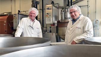CEO Karl Zeller (l.) und Betriebsleiter Erich Schüpbach wollen noch mehr Premiumprodukte fertigen. Bruno Kissling