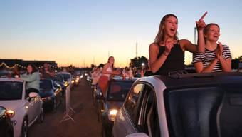 Tanzen geht auch im Auto: In Bonn legt Star-DJ Felix Jahen auf. Aussteigen verboten, feiern erlaubt.