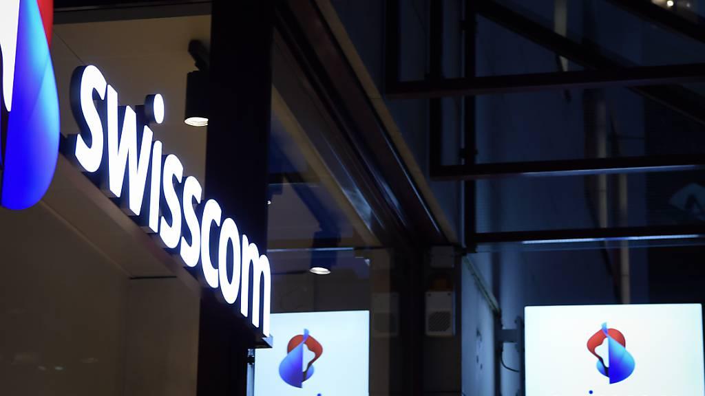 Beim Telekomkonzern Swisscom hat sich der Umsatzrückgang im Schweizer Geschäft fortgesetzt. (Archivbild)