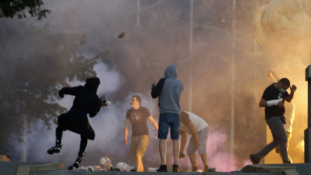 Unruhen in Serbien wegen Corona-Politik von Präsident Vucic